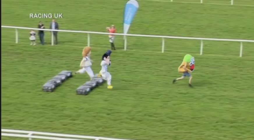 世界最大的吉祥物賽跑在英國舉行 APR26,2017(BC)