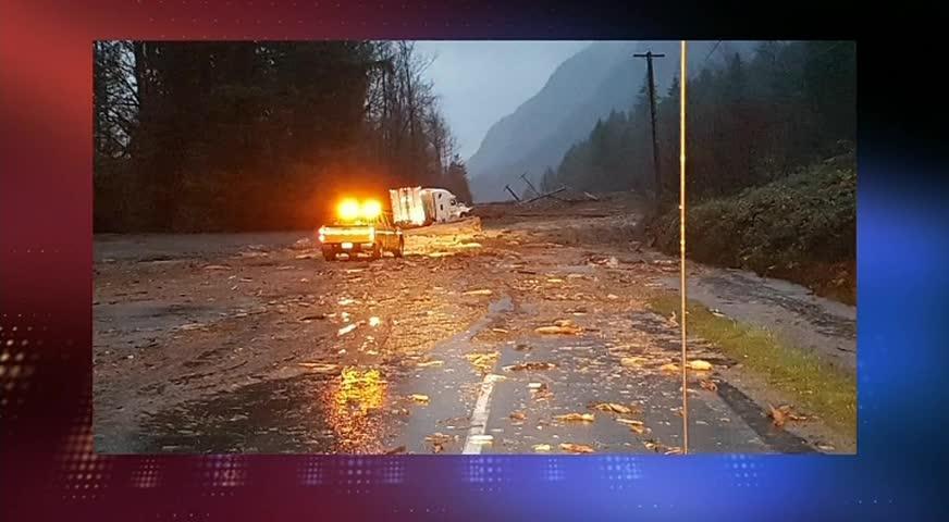 连日大雨,HOPED到CHILLIWACK一号高速路段遇山泥倾泻-NOV 23, 2017 (BC)
