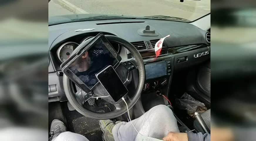 男子开车玩平板电脑,遭罚款-NOV 14, 2017 (BC)