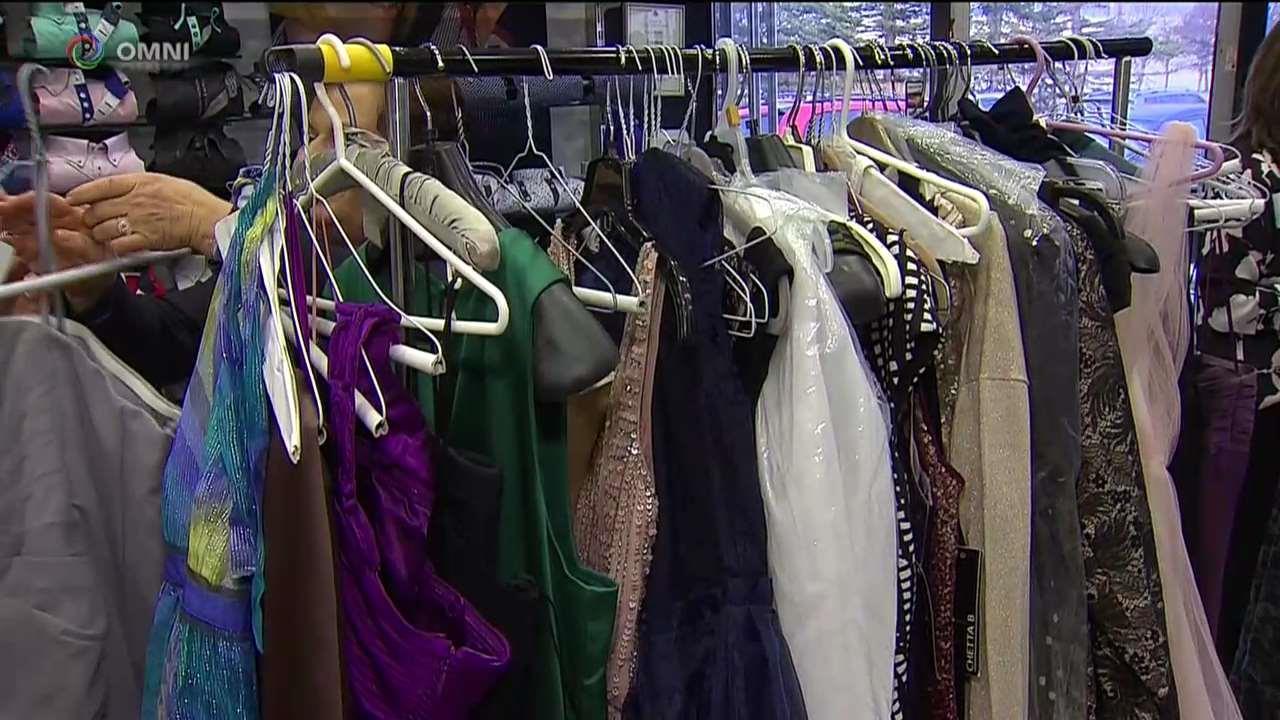 7 Camicie: donazione di vestiti per il prom